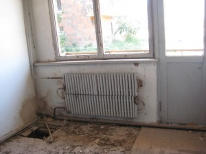 classroom-with-old-heating-radiator,-with-holes-in-floor