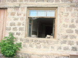 armavir-vhs-old-window-300