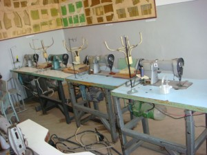 Most probably this machines be more interesting in a museum then to expect to use for teaching sewing on it