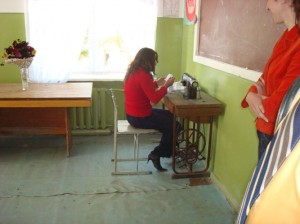 Vardenis sewing workshop w. only one old sewing machine 039